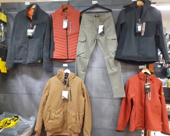 Vêtements et jeans DIADORA